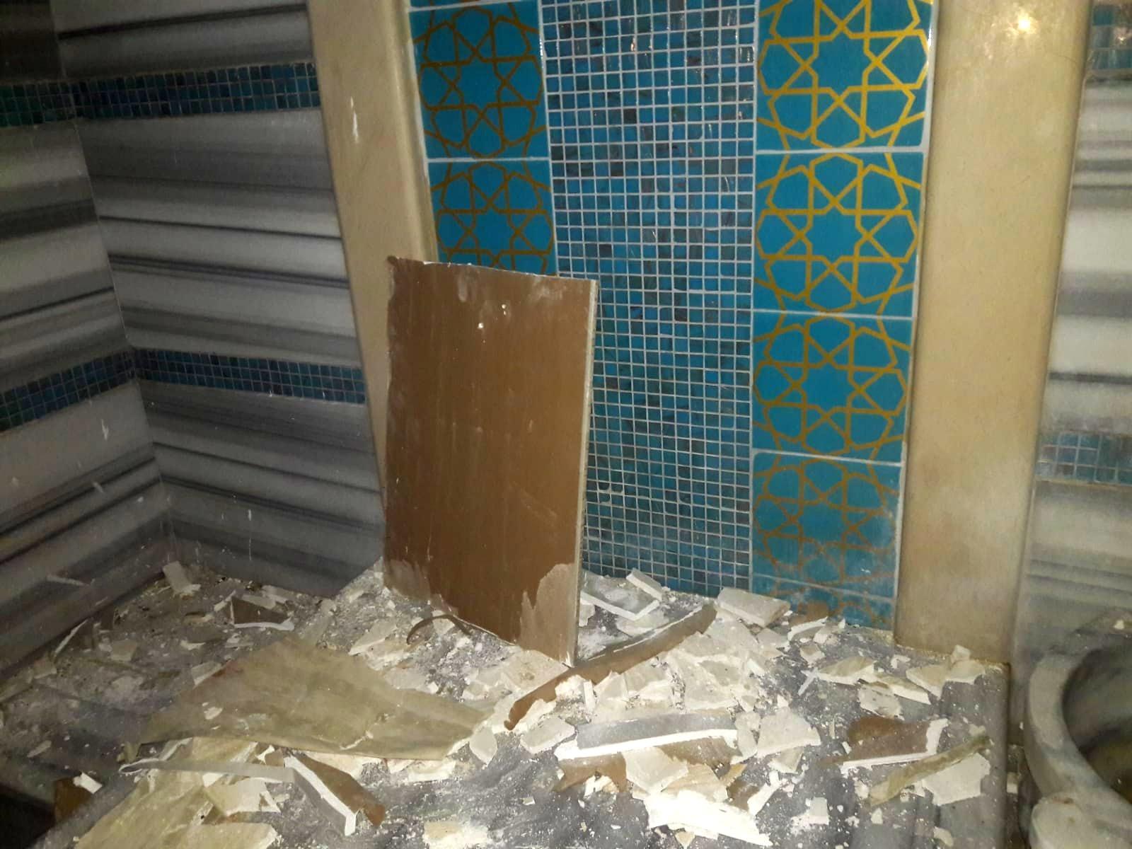 Bakımsızlıktan ve nemden çökme tehlikesi bulunan hamam tavan tamiri yapıldı
