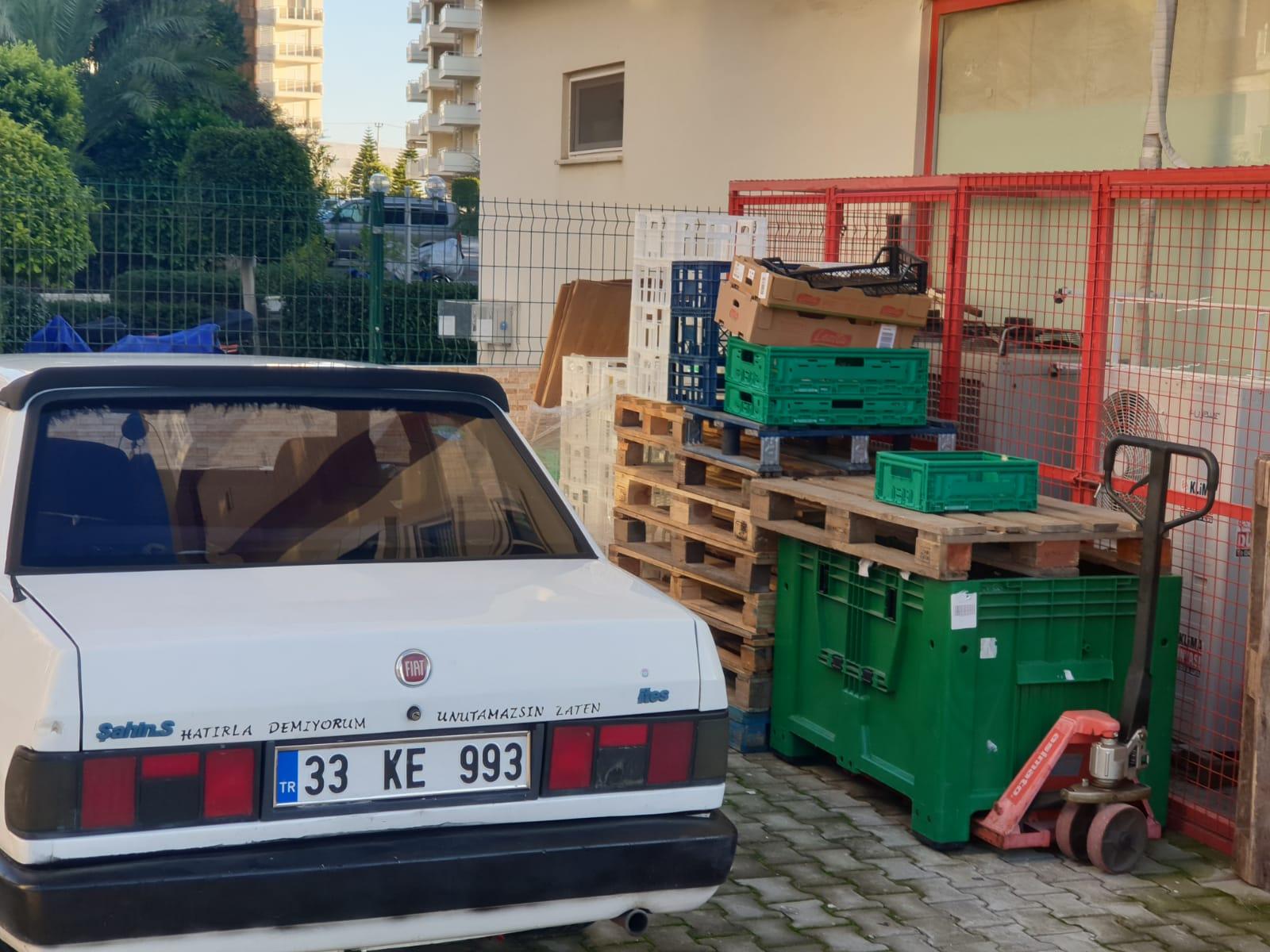 Şok market yan tarafı temizlettirildi,  malzeme ve araç konulması yasaklandı